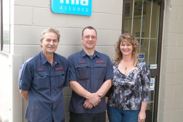 A picture of the team at mike car vehicle servicing in west auckand